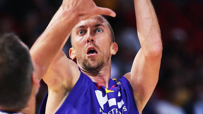 Steve Blake of the Kings hits a shot. Picture: Phil Hillyard