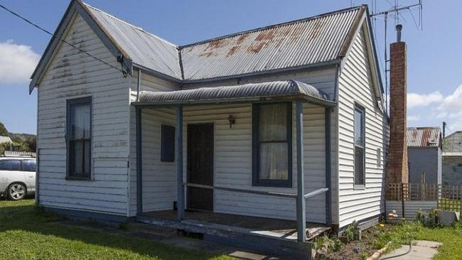 Slim house prices: This run down two-bedroom cottage at 11 Ford St in Ararat is just $119,000.