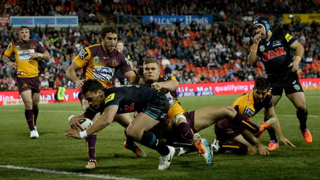 Panther's Elijah Taylor scores a try during the game between the Penrith Panthers and the Brisbane Broncos at Sportingbet Stadium. Picture Gregg Porteous