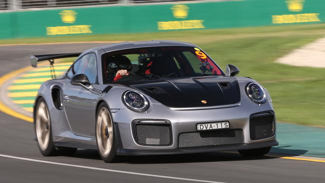 porsche 911 gt2 rs takes on melbourne gp track. Black Bedroom Furniture Sets. Home Design Ideas