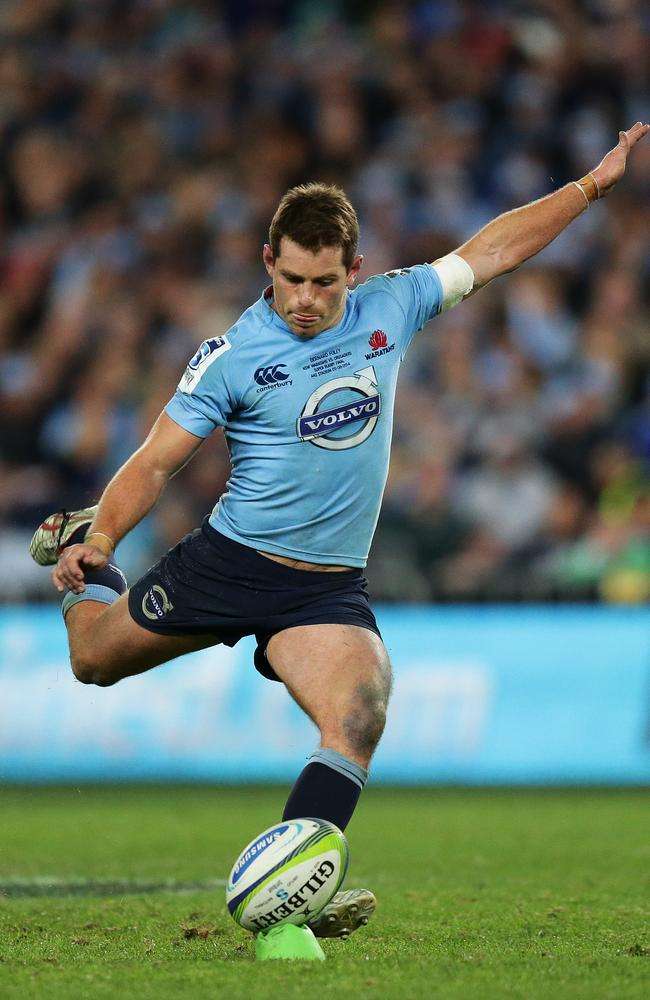 Bernard Foley kicks the winning penalty goal for the Waratahs in the Super Rugby final.