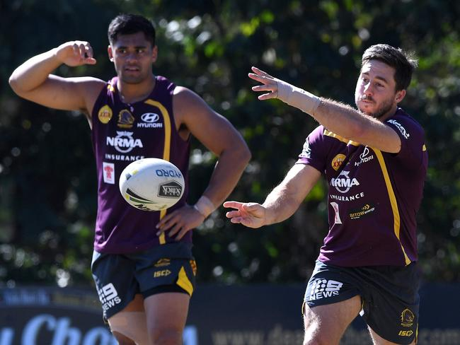 Ben Hunt trained with aheavily bandaged right hand. Picture: AAP