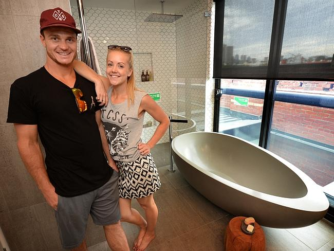 A $6000 egg-shaped bath ... Kyal and Kara are the fans' favourites to win The Block: Fans