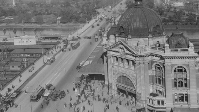 1925: An aerial view of Melbourne showing the original turning basin ...