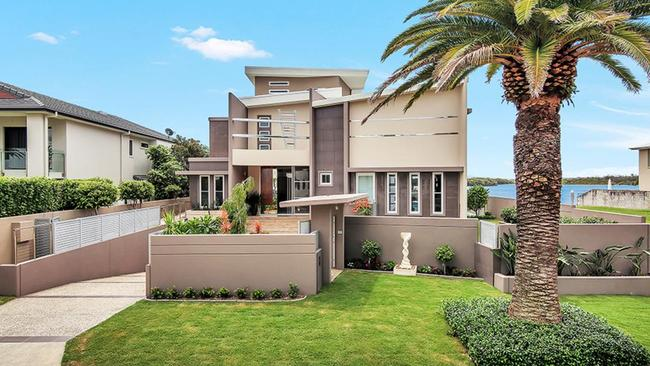 27 Knightsbridge West Parade, Sovereign Islands, will go under the hammer on April 8.