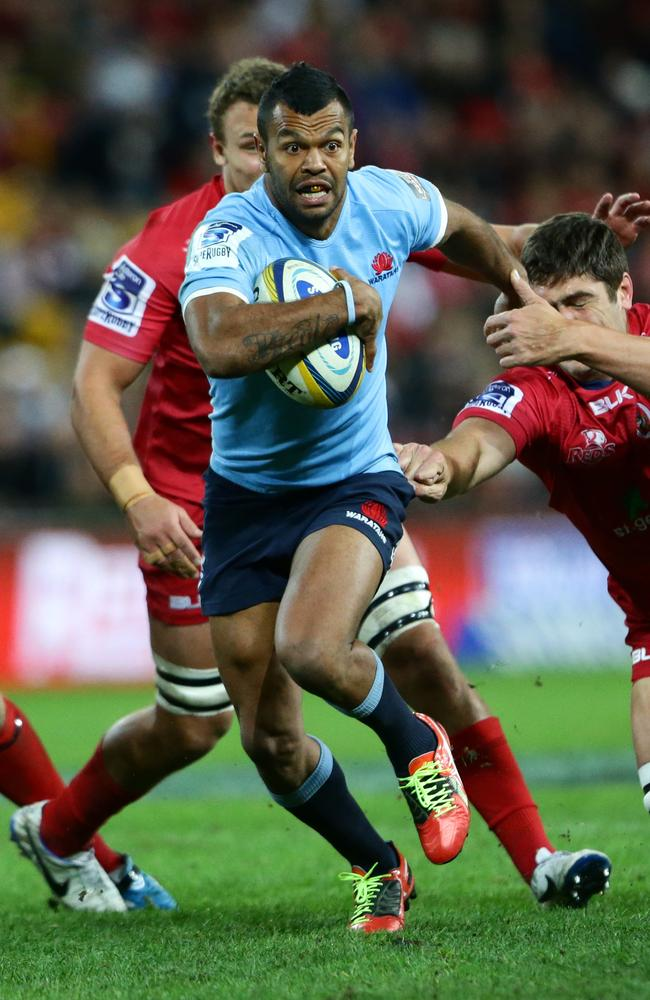 Kurtley Beale makes a break for the Waratahs against the Reds at Suncorp Stadium.