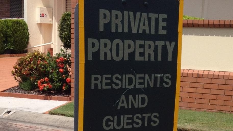 Police warn residents living in gated communities to ensure people or cars do not enter private - Garage moretton communay ...