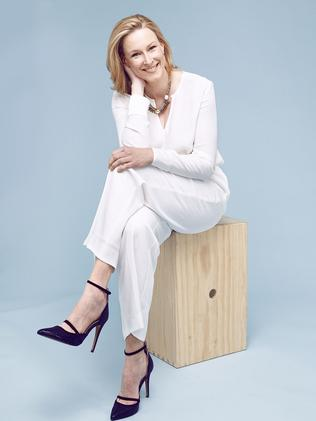 leigh chat The latest tweets from leigh sales (@leighsales)  with a good exclusive, @ leighsales chats to bishop curry about the wedding sermon that stole the show,.