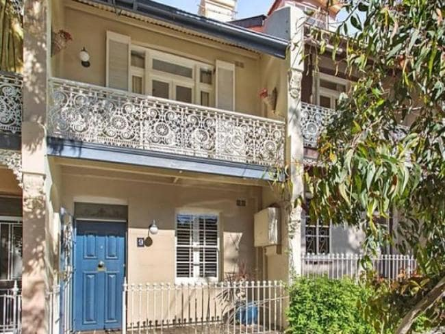 9 Oswald St, Randwick sold for $1.33 million at auction.