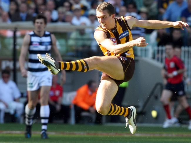 Young kicks a goal in the first half of the 2008 grand final.