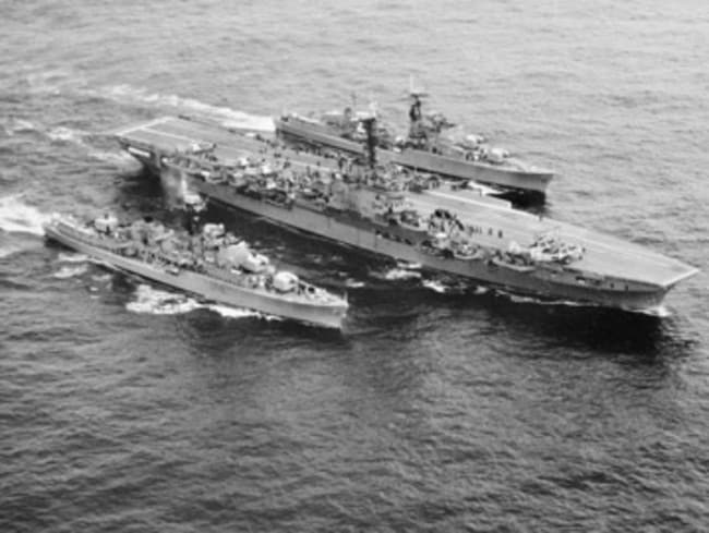 Lost capability .... The destroyer HMAS Voyager alongside the aircraft carrier HMAS Melbourne prior to the fatal 1964 collision. Source: Australian War Museum