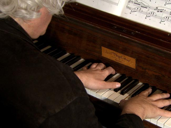 Grabsky moves soberly through Chopin's life story and major works, pausing for lengthy excerpts from his compositions.