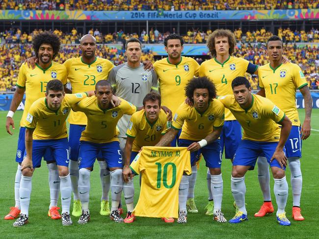 Neymar('s jersey) poses for the team photo.