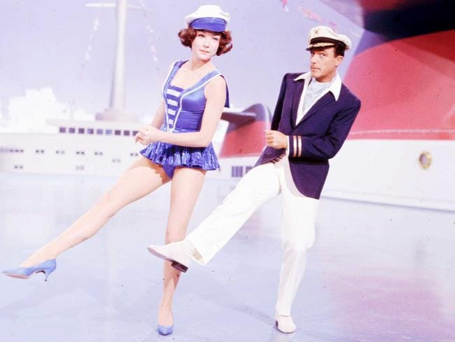 Shirley MacLaine puts her life on stage in upcoming ... What A Way To Go Shirley Maclaine Gene Kelly