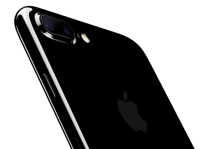 iPhone 8: 3D camera, augmented reality