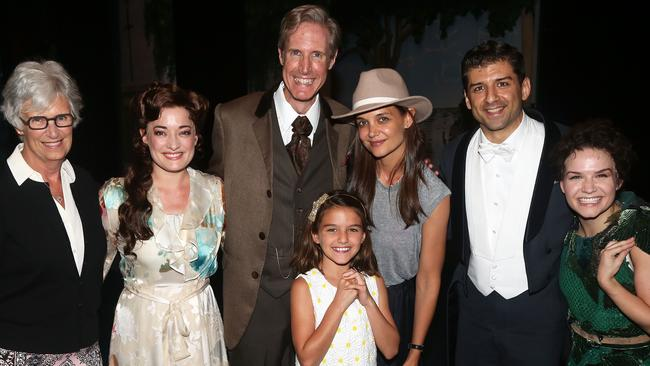 "Kathleen Holmes, Laura Michelle Kelly as ""Sylvia Llewelyn Davies"", Paul Slade Smith as ""Charles Frohman"", Suri Cruise, mother Katie Holmes, Tony Yazbeck as ""J.M. Barrie"" and Amy Yakima as ""Peter Pan"" pose backstage at Finding Neverland on Broadway."