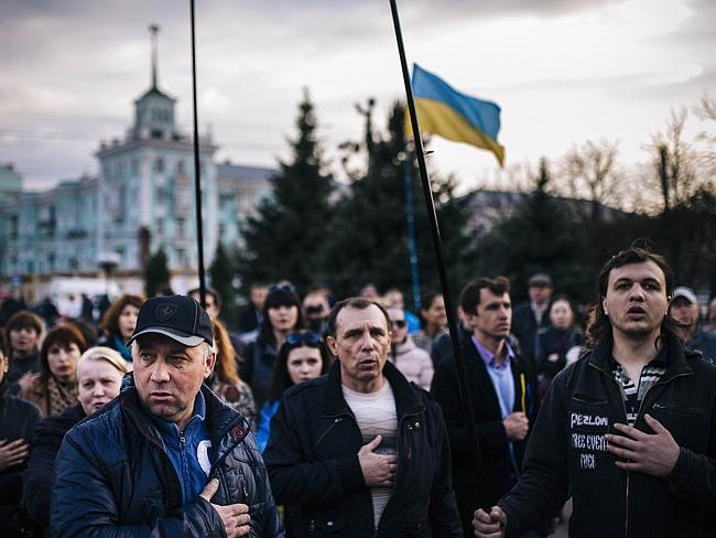 People sing the Ukrainian national anthem during a pro-Ukraine rally in the eastern Ukrainian city of Lugansk on April 15, 2014.