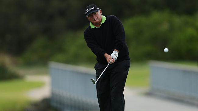 Peter Senior chips on to the 15th hole during the final round. Picture: Brett Costello
