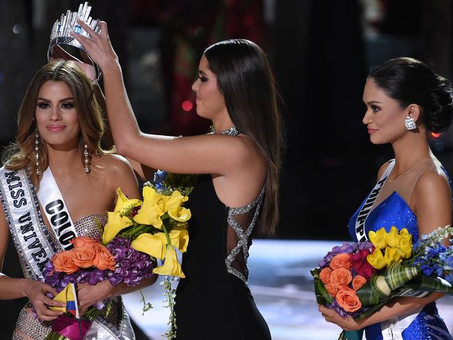 Oops ... Miss Universe 2014 Paulina Vega (C) removes the crown from Miss Colombia 2015, Ariadna Gutierrez (L), in order to give it to Miss Philippines 2015, Pia Alonzo Wurtzbach (R). Picture: Getty