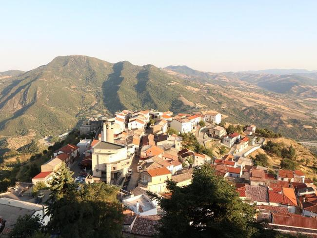Colobraro: The Italian town that's cursed
