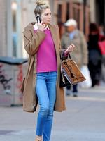 <p>An effortlessly chic Jessica Hart strolls around Manhattan showing off her long legs in a pair of skinny jeans. Picture: Snappermedia</p>