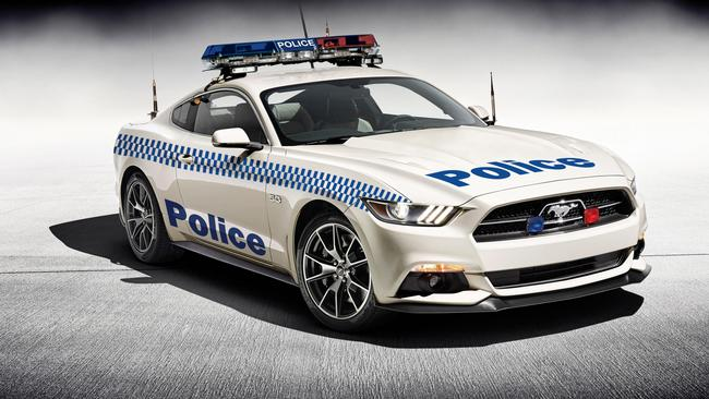 Cobra Kit Car >> Ford Mustang loses its police stripes after overheating within minutes of a simulated pursuit