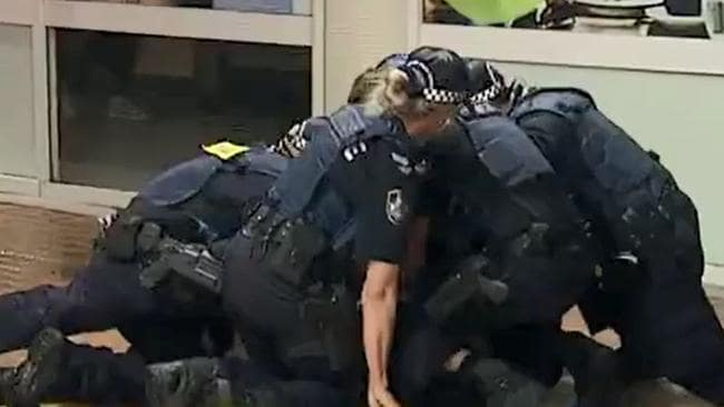 Police deal with brawls at Schoolies 2017