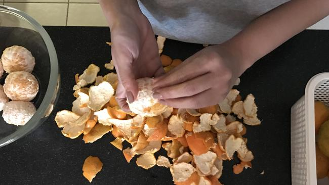 How you used to peel oranges ...