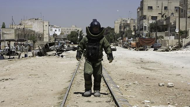There are no protective suits, like those revealed in  <i>The Hurt Locker</i>, for South Sudanese bomb removal experts.