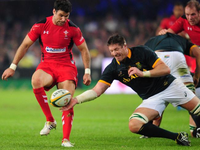 South Africa's Bakkies Botha, centre, gets possession of the ball in front of Wales' Mike Phillips.