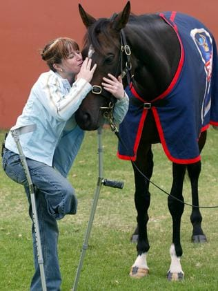 Cheree Gask meets the legendary three-time Melbourne Cup winner Makybe Diva.