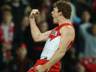 Gary Rohan of the Swans celebrates scoring the match winning goal during the Round 14 AFL match between the Sydney Swans and the Essendon Bombers at the SCG in Sydney, Friday, June 23, 2017. (AAP Image/David Moir) NO ARCHIVING, EDITORIAL USE ONLY