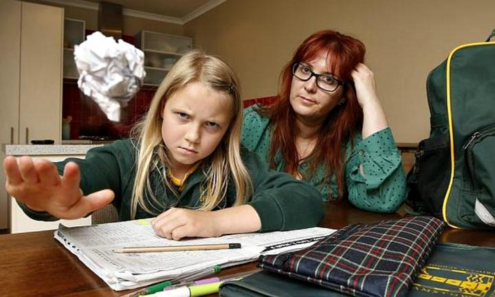 Melbourne mum feuds with school over daughter's homework