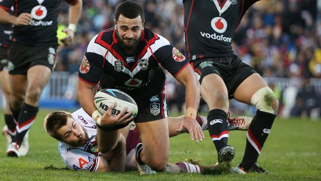 Ben Matulino tackled by Kieran Foran.