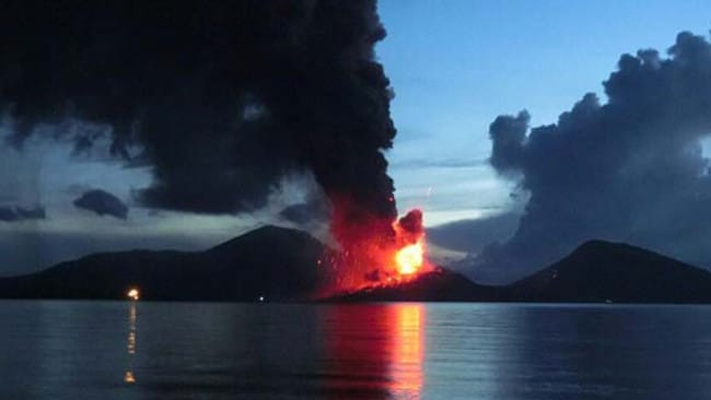 Spectacular ... A major volcanic eruption in Papua New Guinea this morning could disrupt flights to and from Australia. Picture: PNGLoop.com