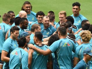 Wallabies coach Michael Cheika (centre) addresses players during a team training session at CBUS Stadium on the Gold Coast, Thursday, October 19, 2017. The Wallabies play the New Zealand All Blacks in a Bledisloe Cup match in Brisbane on Saturday. (AAP Image/Dave Hunt) NO ARCHIVING