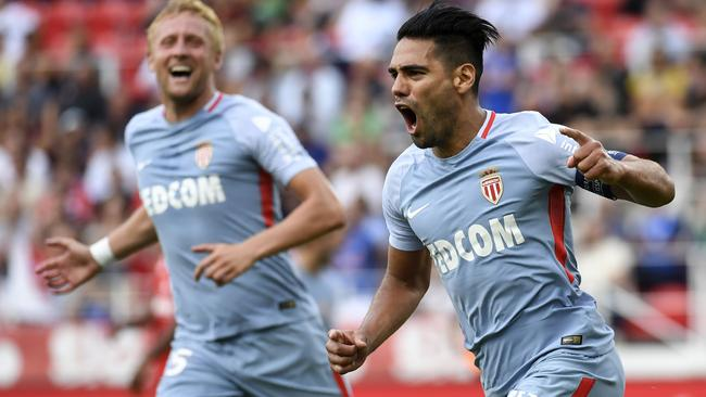 Monaco's Colombian forward Radamel Falcao (R)