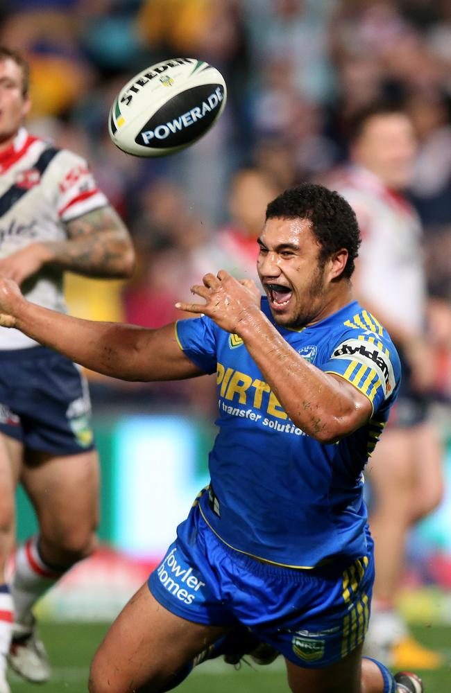 Peni Terepo scores for the Eels.