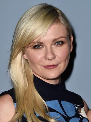 Kirsten Dunst pointed the finger at Apple for the nude pictures leak.