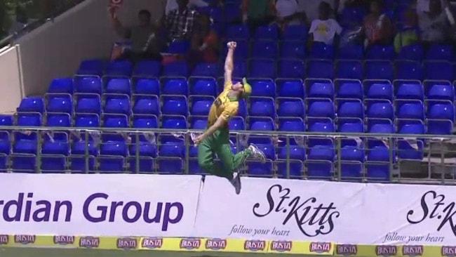 Martin Guptill pulls off a stunning catch to dismiss Kevin Pietersen.