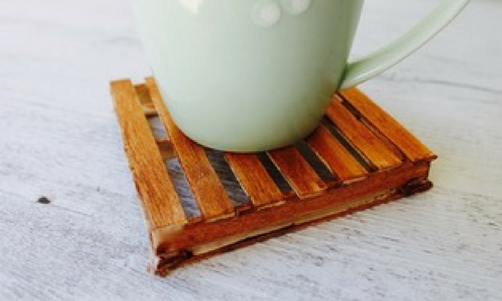 Easy Father's Day craft: Mini pallet coasters