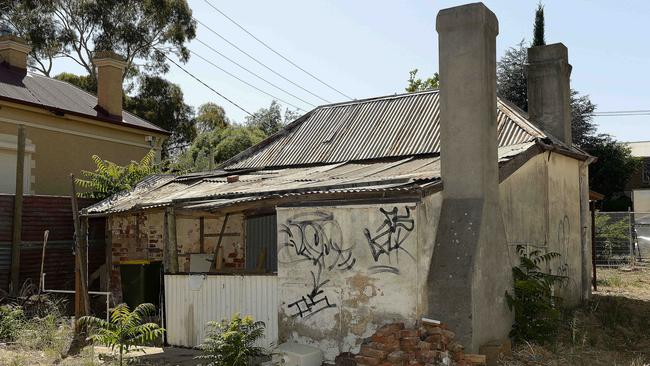1843 heritage listed kensington cottage with troubled for Landscapers adelaide western suburbs