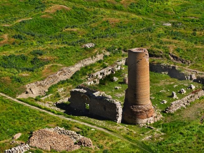 The ancient city dates back to the Urartian Kingdom. This is Van Castle in Urartu which was built within the capital of the Urartu State, Tushba, during the ninth century BC. The castle is a big tourist attraction.