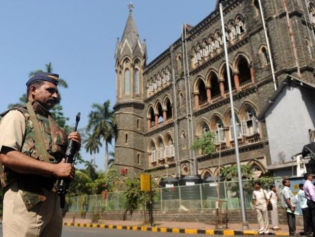 Soldiers outside the High Court of Mumbai in 2011 as an appeal hearing decided the fate of serial killer sisters Seema Gabit and Renuka Shinde.