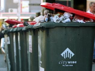 06/04/2004 NEWS: Rubbish bins are overloaded in the city as Melbourne City and Yarra councils strike. Wheelie bins. Garbage bins.
