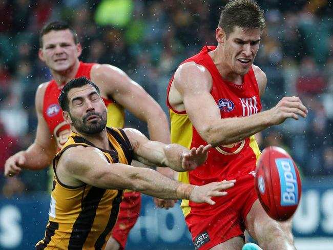 Gold Coast ruckman Zac Smith is smothered by Paul Puopolo. Picture: Colleen Petch
