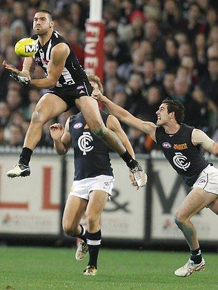 Collingwood v Carlton. MCG. Chris Dawes marks Picture: Michael Klein