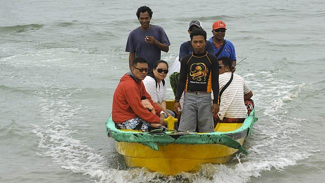 Indonesian volunteers ... return from searching for seven Japanese divers. Picture: AFP