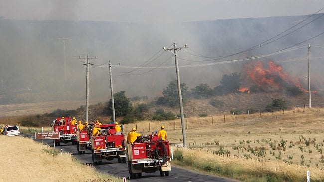 Australia ablaze: rews from Ararat Region race towards the fire. Picture: Craig Wilson/Pyrenees Advocate