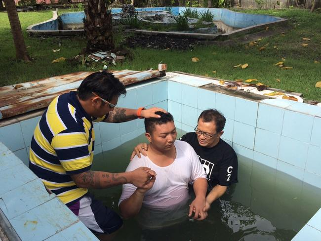 Religion ... Andrew Chan baptises two fellow prisoners inside Kerobokan Jail. Picture: Lukman S. Bintoro